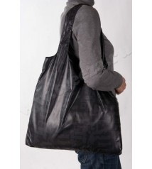 Данная сумка не только функциональна, но так же может выступать в роли...